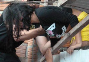 Menina era mantida por comerciante para fins sexuais, diz polícia