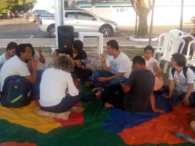 Ação de prevenção ao suicídio atende jovens em praça de Macapá