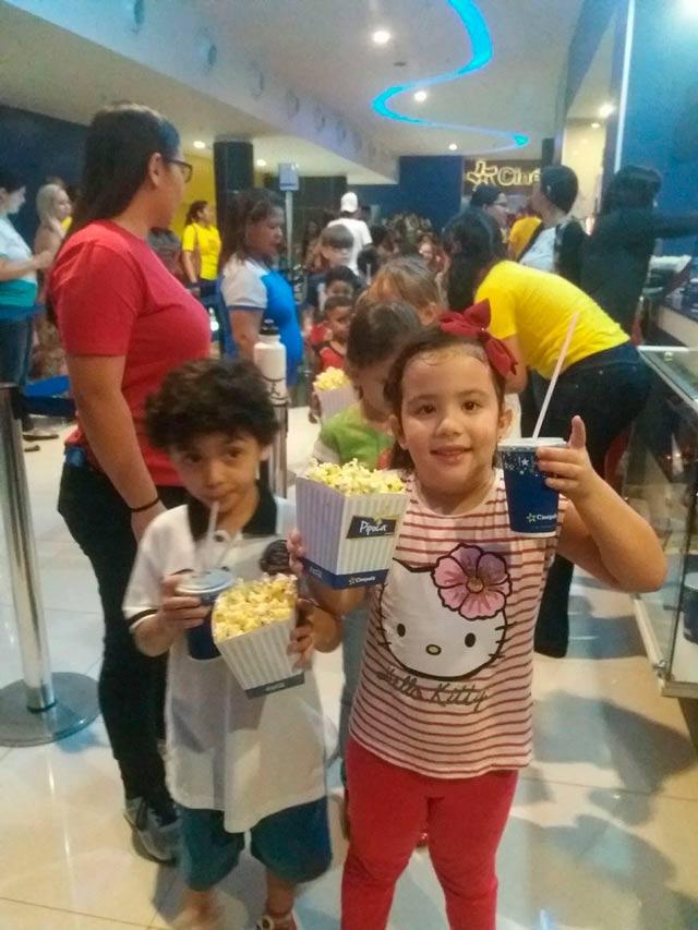 Crianças ganham pipoca e refrigerante em sessão gratuita de cinema