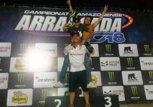 Amapaense conquista torneio de arrancadão de moto em Manaus