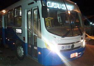 Polícia procura criminosos que assaltaram ônibus na Sérgio Arruda