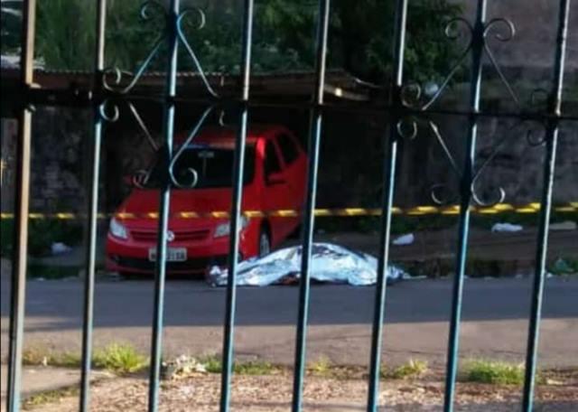 Homem é achado morto em via pública