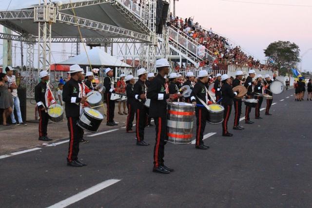 Desfile da zona sul leva 2 mil estudantes ao Sambódromo