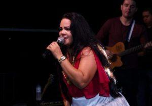 Mais de 40 artistas fazem show para ajudar tratamento de cantora