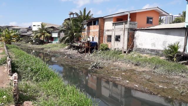 Homem é multado em R$ 5 mil por construção indevida em canal