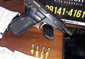 Traficante é preso com arma de uso restrito debaixo do travesseiro