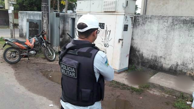 Vigilante da Unifap morre ao bater moto em caixa de telefonia