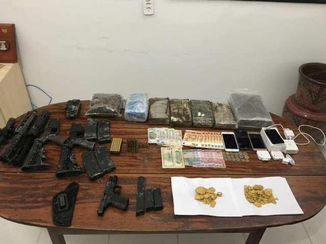 Fuzis, drogas, ouro e dinheiro são apreendidos na fronteira