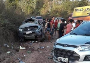 Picape capota em acidente que deixa 1 morto e 6 feridos