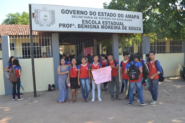 Em protesto, alunos pedem climatização de salas de aula
