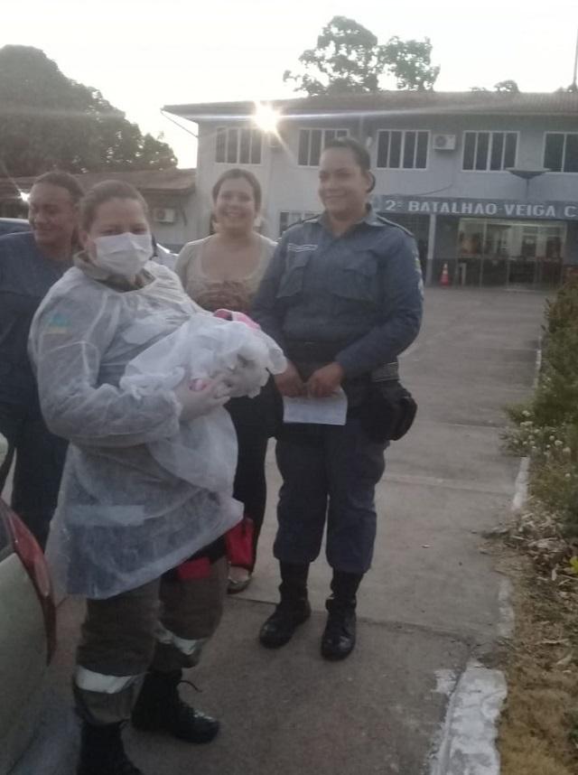 Militares ajudam mulher a dar à luz em batalhão da PM