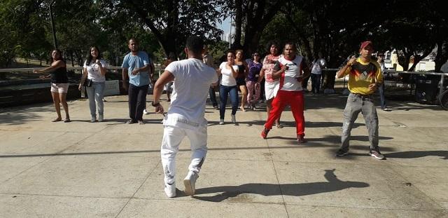 Dia Mundial da Saúde Mental é celebrado em praça de Macapá