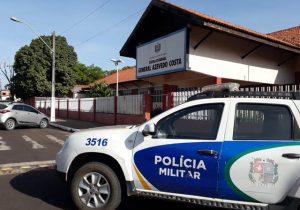 Criminosos invadem escola e fazem arrastão na saída de alunos