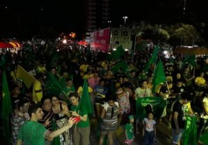 Em Macapá, eleitores de Bolsonaro comemoram na Praça do Barão