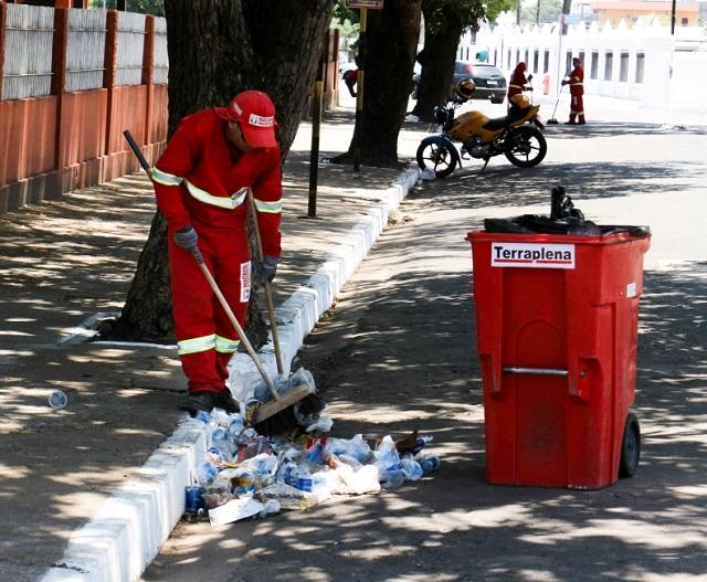 Candidatos deixaram uma tonelada de lixo eleitoral nas ruas