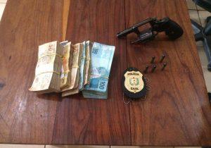 Bandido rouba R$ 30 mil ao lado de delegacia e é preso