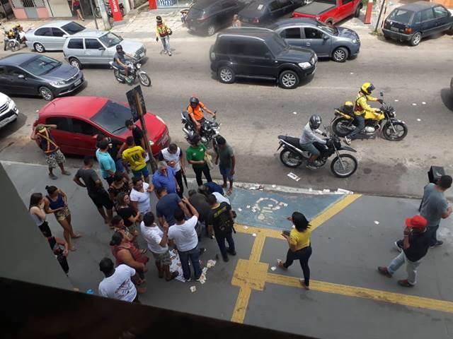Tentativa de assalto em frente a banco deixa um morto e dois feridos