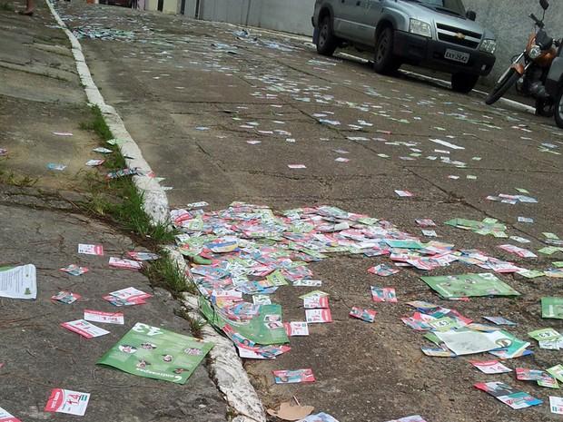 Candidatos ao governo devem informar recolhimento de santinhos das ruas