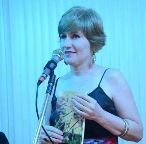 """Lulih Rojanski lança seu quarto livro: """"Gatos Pingados"""""""
