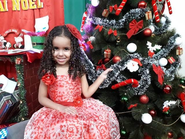 """""""Pedi ao Papai Noel a união da minha família"""", diz Evellin, de 4 anos"""