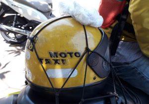 Falta de higiene em capacetes põe saúde de passageiros em risco
