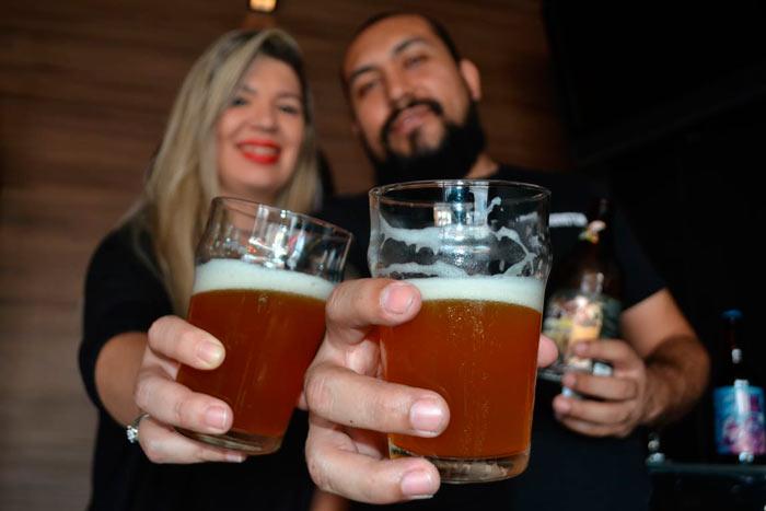 """Casal cria novo """"templo"""" da cerveja artesanal no Amapá"""