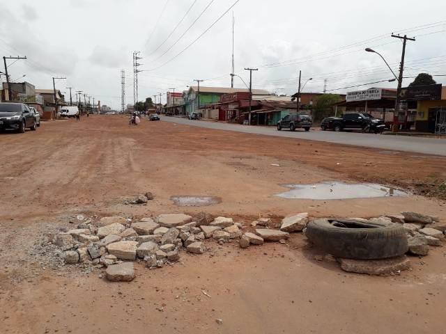 Moradores cobram conclusão das obras na 13 de Setembro