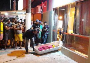Homem é morto por empresário a tiros dentro de hamburgueria