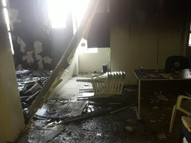Bombeiros impedem que incêndio avance em igreja