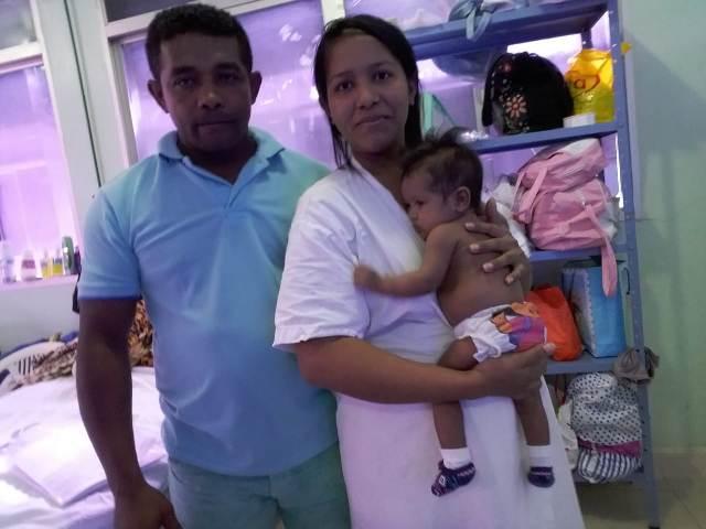 """""""Morando"""" na maternidade há 4 meses, pais lutam por vida da filha"""