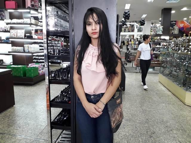 Após perder R$ 10 mil em produtos para bandidos, maquiadora tenta recomeçar