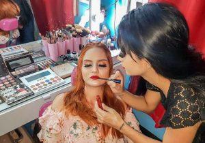 Maquiadora roubada no Amapá recebe ajuda e volta a trabalhar