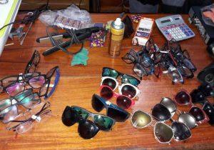 Dupla é presa por furtar mais de 20 óculos de loja