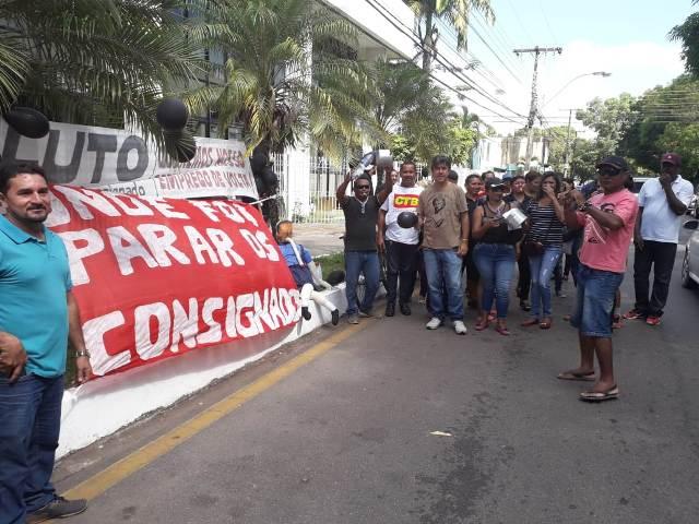 Categorias protestam contra atraso do Estado em pagamentos de empréstimos