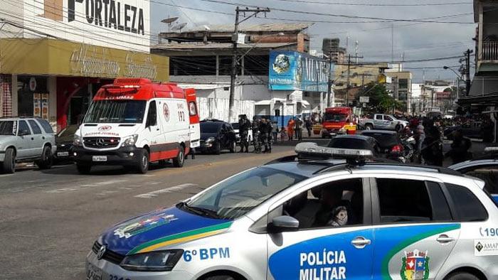 Após 2 tiroteios e um policial ferido, bandidos fazem reféns em supermercado de Macapá
