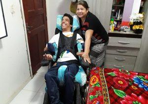 Mãe e filho querem doações para garantir Natal de crianças carentes