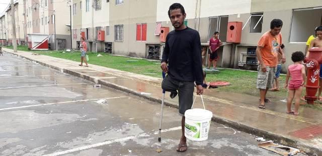 Sem água há 3 dias no Macapaba, morador deficiente desabafa
