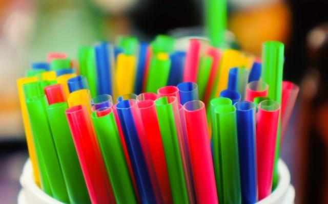 Em Macapá, vereadores aprovam PL que proíbe uso de canudos plásticos