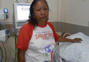Em coma há 2 dias, jovem espera drenagem nos pulmões