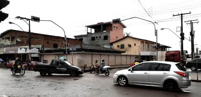 Semáforos desligados atrapalhamtrânsito em Macapá