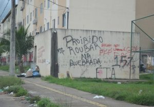 """""""Proibido roubar na quebrada"""", determina facção no Macapaba"""
