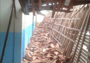 Aluno relata desespero após desabar teto em escola. VEJA VÍDEO