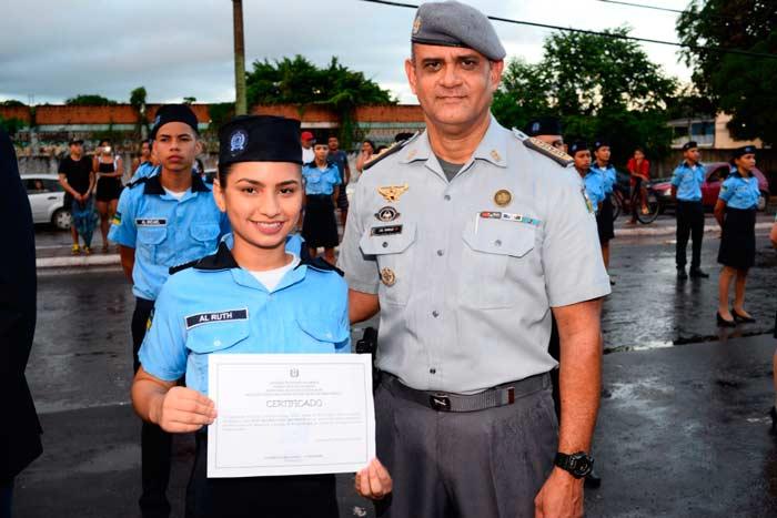 Alunos de escola militar em Santana vão estagiar na Amcel
