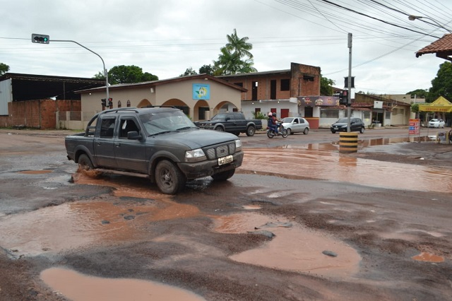 Pavimentação inacabada complica a vida da população no Pacoval