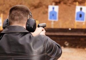 Quanto custa ter uma arma em casa? Veja as regras