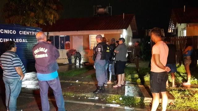 Homem é perseguido em residencial por atiradores e executado