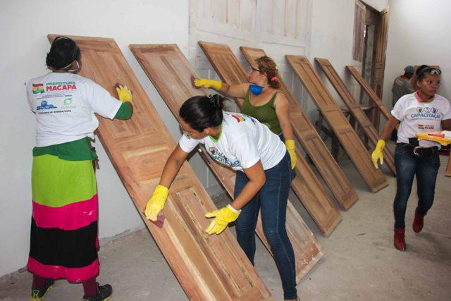 Derrubando preconceitos, mulheres fazem curso para trabalho em obras