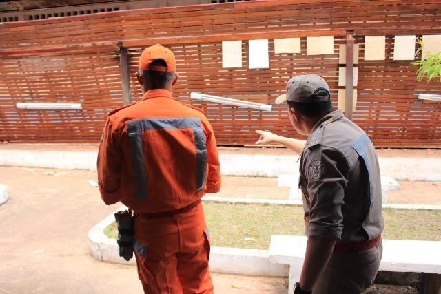 Defesa Civil isola prédio de escola onde telhado desabou