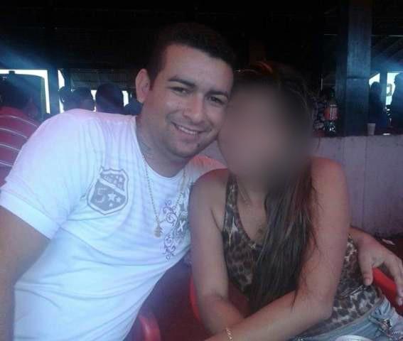 Acusado de homicídio é preso fugindo com a namorada