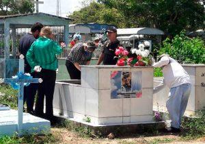 Corpo de cabo Emily é sepultado pela 2ª vez
